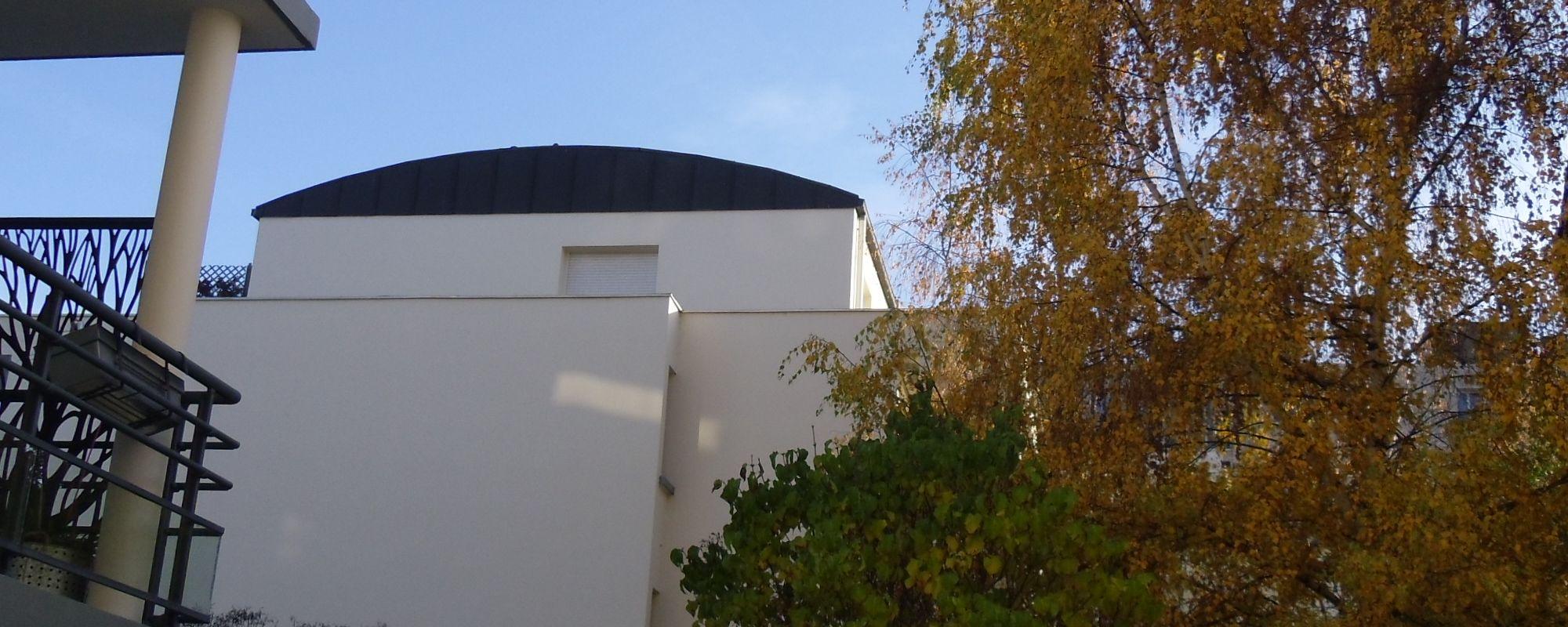 Appartement 2 pièces, balcon, parkings s/sol et cave
