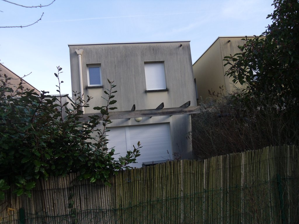 JOUE LIMITE BALLAN MIRE- Maison de ville avec garage et jardinet
