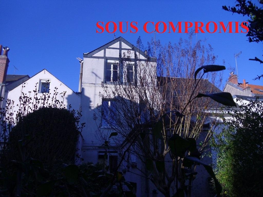 TOURS CENTRE -MAISON 4 CHAMBRES ET JARDIN